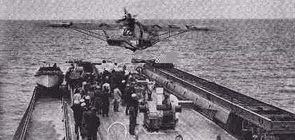стартующие с борта корабля Schwabenland корабельный гидроплан